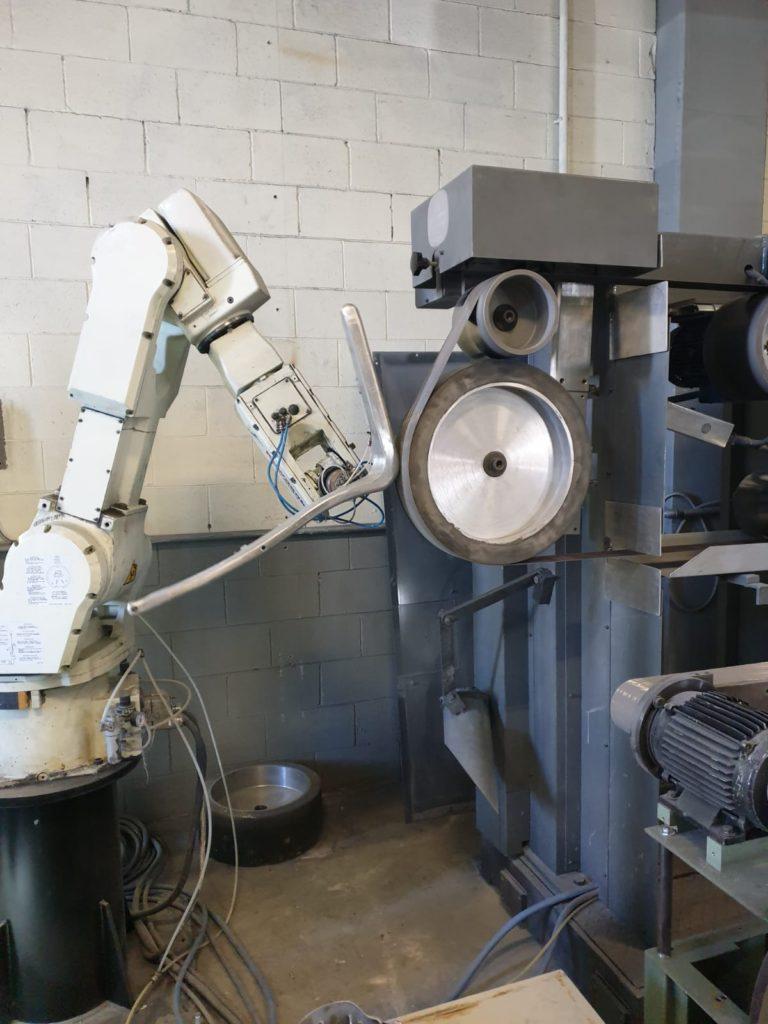 Isole-robotizzate-per-la-lucidatura-e-la-satinatura
